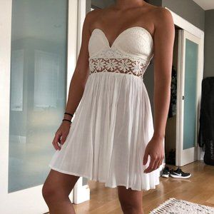 White floral lace sweetheart strapless dress